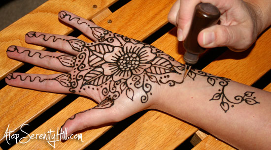 applying_henna