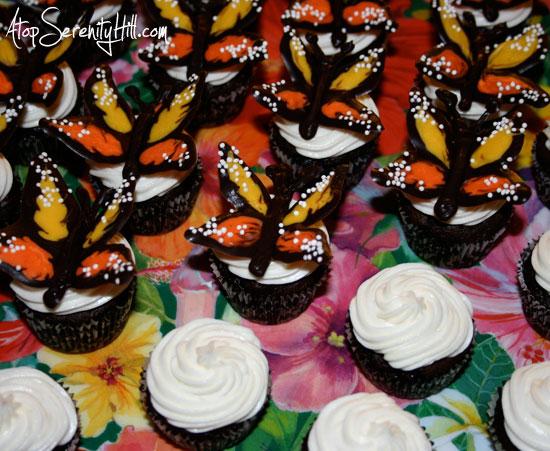 addingchocolatebutterfliestocupcakes
