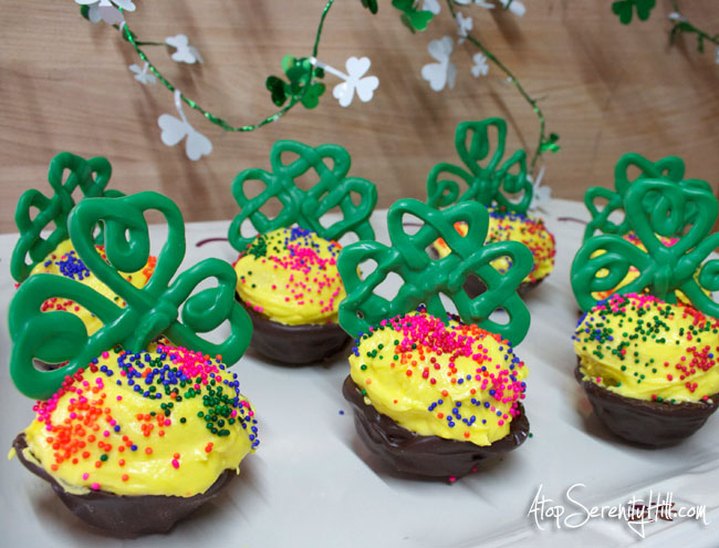 St Patrick's Day cupcakes in a Chocolate Pot of Gold • AtopSerenityHill.com