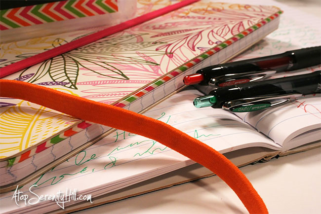 3 minute journaling to help alleviate anxiety • AtopSerenityHill.com #artjournaling #journaling #journalprompts